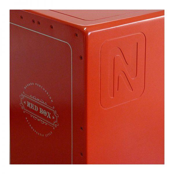 Detalle del cajón Nevada Red Box, fresado en el costado y esquina ergonómica.